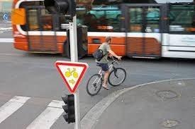 Un cycliste peut il perdre des points lorsqu 39 une - Griller un feu rouge suspension de permis ...